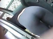 Bel culo in pantaloni di yoga stretti filmato