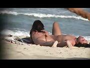 Femmine nude sono girati in spiaggia