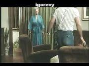 Vintage porno film mamma Sexy matura succhia e scopa giovane ospite
