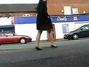 Ragazza nuda in luoghi pubblici