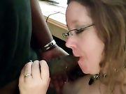 Moglie americana fa sesso orale con un uomo nero
