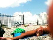 Nudisti in spiaggia filmate con telecamera nascosta