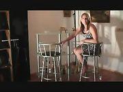 Sesso anale con la moglie sulla sedia