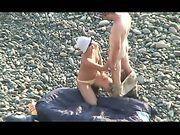 Sesso orale reciproco alla spiaggia nudista