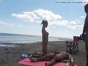 Mia moglie fa sesso con gli stranieri in spiaggia
