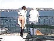 Donna nuda in luoghi pubblici