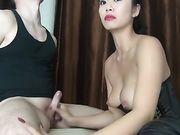 L'uomo è legato e ottiene il piacere della moglie asiatica